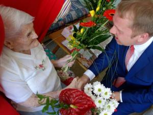 Pravidelná chůze, recept na dlouhověkost. Marie Jermanová oslavila 101. narozeniny