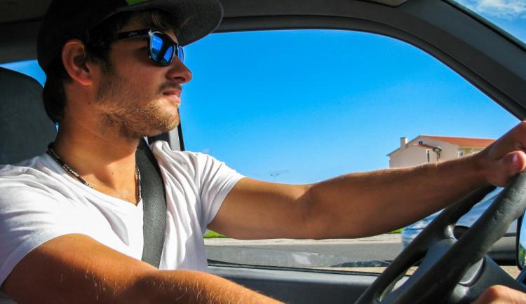 Extrémně teplé počasí je na silnicích nebezpečné. Přesto lze i za horka cestovat bezpečně