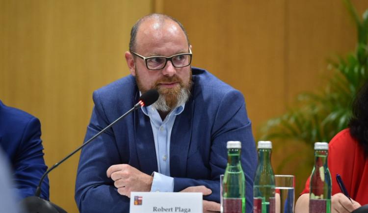 Rodiče by měli brát učitele jako autoritu, vyzývá ministr školství Robert Plaga