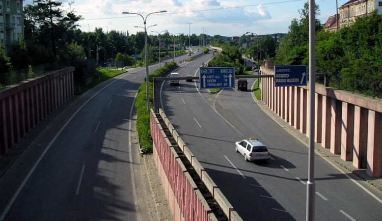 Kvůli omezení v tunelu přibývá nehod, během odpoledne zde došlo ke dvěma dopravním nehodám