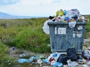Rozlučte se s plastovými příbory. EU podpořila zákaz plastových výrobků na jedno použití