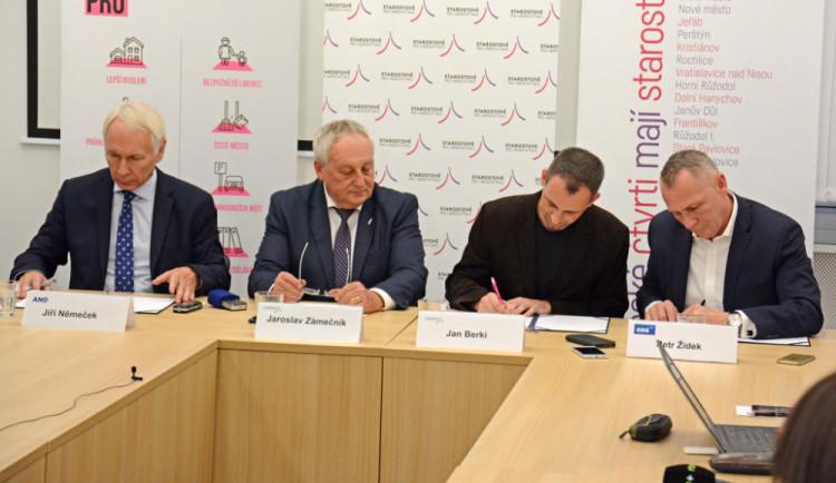 Hotovo. Zástupci Starostů, ANO a ODS podepsali koaliční smlouvu