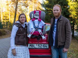 FOTO: Humanoid Matylda se už vydal na svou cestu autostopem, míří k České Lípě