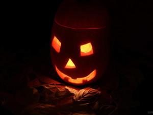 TIPY NA VÍKEND: Halloweenský maškarní bál, stezka odvahy i loutkové divadlo
