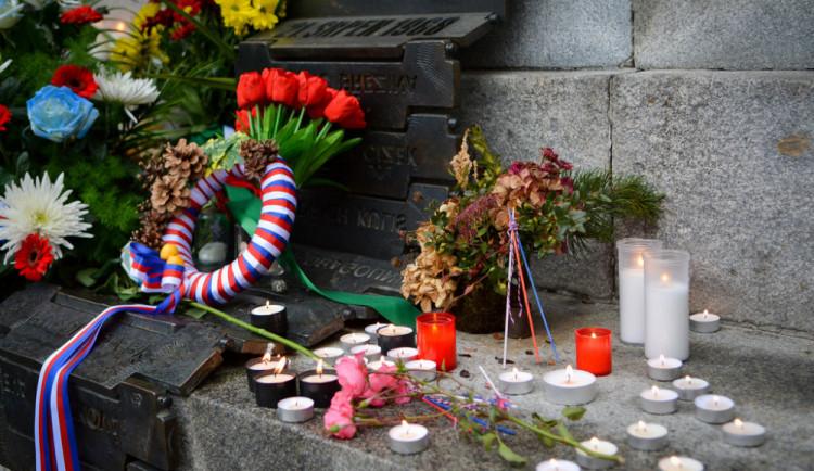 Připomínka 17. listopadu: Shromáždění, pietní pochod i koncert Václava Koubka
