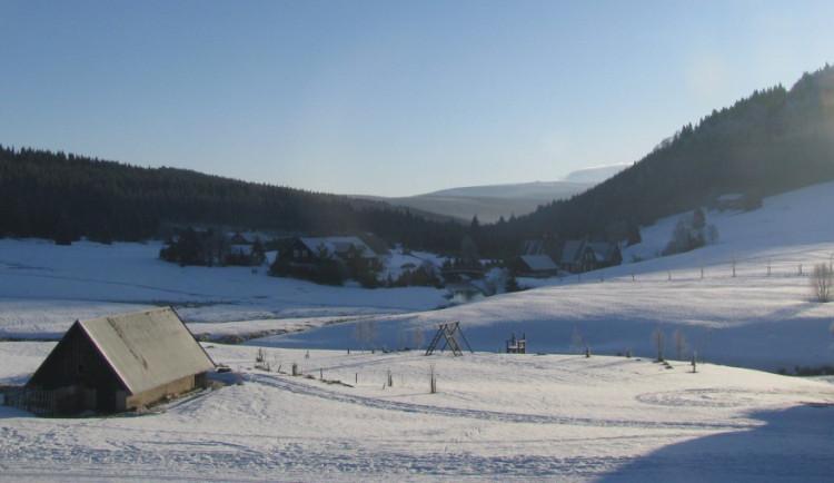 V Jizerkách jsou na sníh připraveni, lyžaři navíc budou mít na Bedřichově zcela nové zázemí