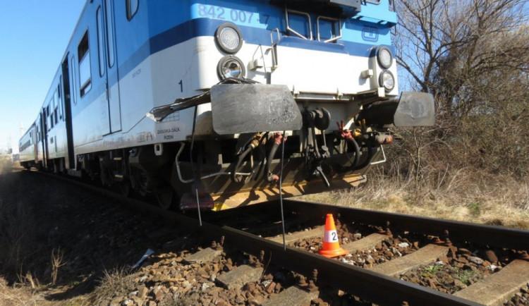 U Nového Boru srazil vlak ženu. Zraněním na místě podlehla