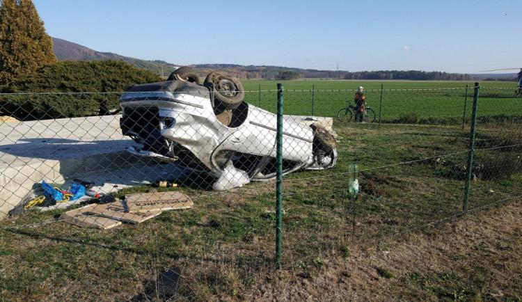 Další život dnes vyhasl u Mimoně, řidič jel příliš rychle