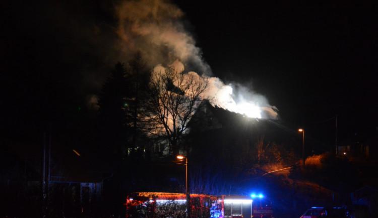 VIDEO: V Krásné Studánce hořel rodinný dům