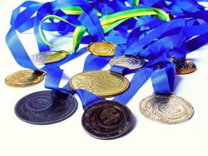 Čeští sportovci budou mít medaile z příští olympiády ze smetiště