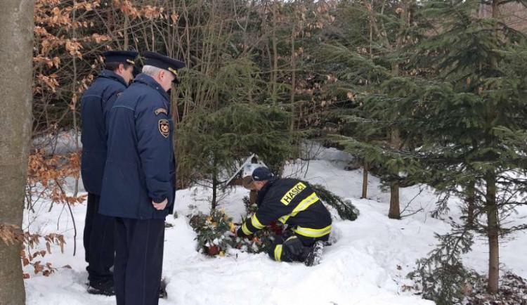 Pád stromu zavinil smrt hasiče, kolegové si tragickou smrt každoročně připomínají