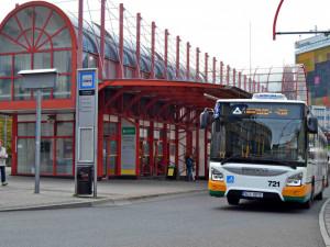Dopravní podnik nemá po odchodu BusLine dost řidičů. Spojů bude od soboty jezdit méně