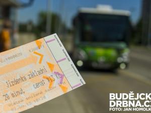 Pro papírovou jízdenku k řidiči a s přesnou částkou. Budou muset cestující v Jablonci rozbít prasátka?