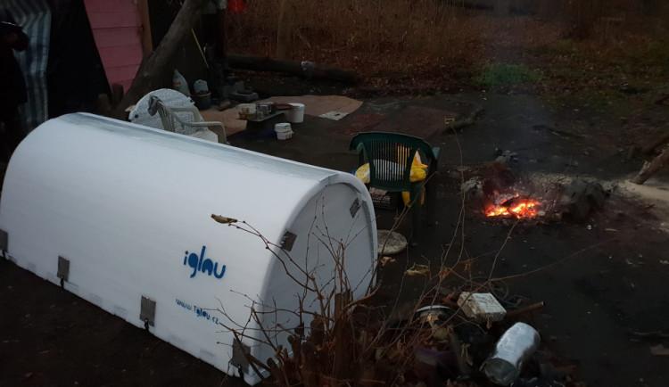 Iglou pomáhá bezdomovcům přežít mrazivé noci, nově budou v Jablonci i Liberci