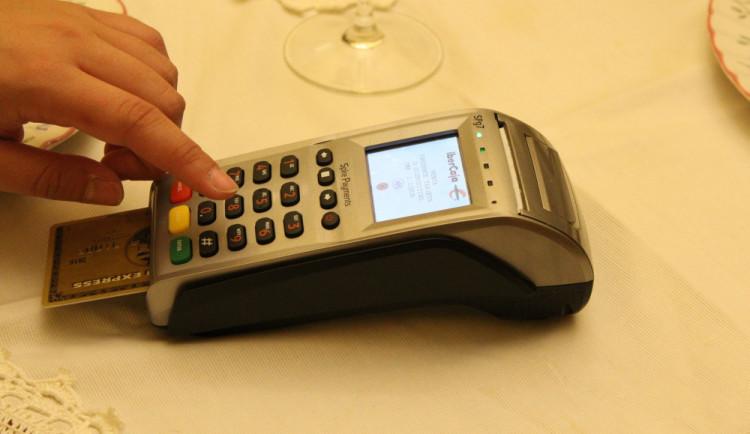 Česká pošta dohání resty z minulosti. Kartou klienti brzy zaplatí na všech pobočkách