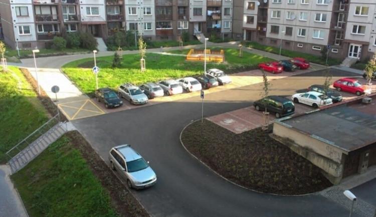 Revoluce v parkování? Aut je v Liberci víc než obyvatel, na sídlištích se bude platit