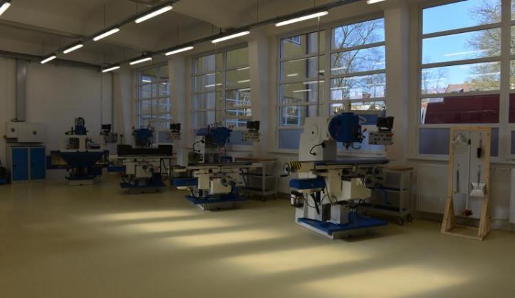 V kraji už je dokončená polovina Center odborného vzdělávání. Další se otevřelo na českolipské průmyslovce