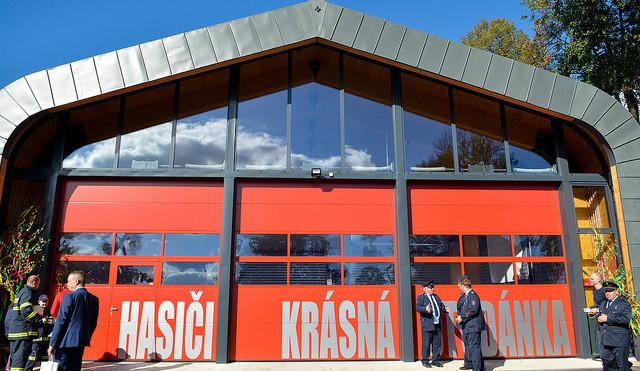 Nej dřevěné stavby? Liberecký EKOpark, zbrojnice v Krásné Studánce i dětská prolézačka