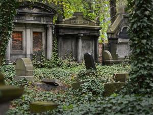 Obnova náhrobků významných sklářů pokračuje