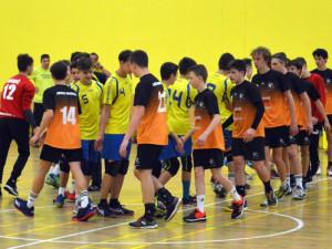 Mladí házenkáři sehráli o víkendu čtyři těžké zápasy. Domů vezou dvě výhry