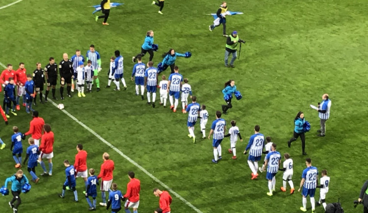 Na trávník za Slovan nastoupilo jedenáct Šuralů. Liberec se rozloučil s tragicky zesnulým fotbalistou