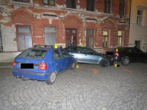 FOTO: Policejní honička s řidičem bez řidičáku skončila nehodou
