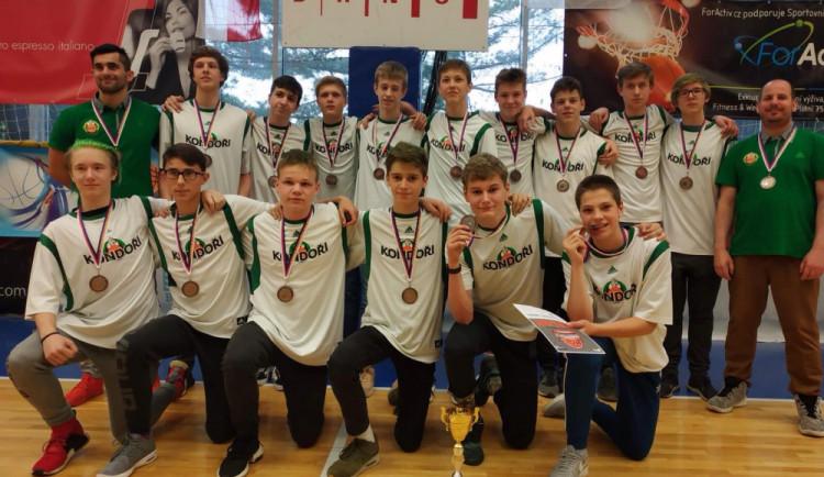 Starší žáci basketbalových Kondorů vezou bronzové medaile z Mistrovství České republiky