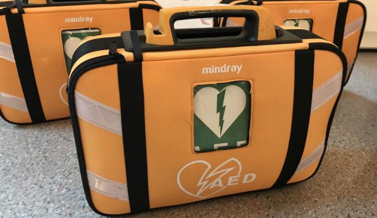 Po kraji rozmístí další desítky defibrilátorů. Když zachrání jeden život, má to smysl, říká záchranář