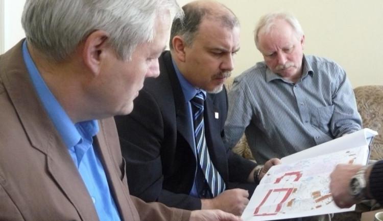 Bývalý radní Bursa do vězení nepůjde. Vrchní soud mu trest snížil na podmínku
