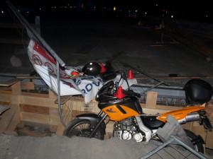 VIDEO: Noční honička s motorkářem ulicemi Liberce. Snažil se ujet po rychlostce, havaroval v Jeřmanicích