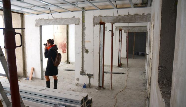Město bude v létě opravovat školy. Dočkají se Na Výbežku, Vrchlického nebo Sokolovské