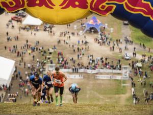 Na Ještědu se poběží do skokanského můstku. Závod Red Bull 400 láká sportovní hvězdy