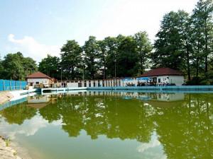 Koupaliště v Chrastavě není vhodné ke koupání. Při deštích do něj natekla voda s fekáliemi z polí