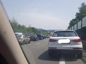 Nehoda na silnici do Jablonce. Při havárii motorky se zranili dva lidé