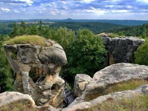 Most u hradu Rotštejn je do odvolání uzavřen, do Klokočských skal se ale dostanete