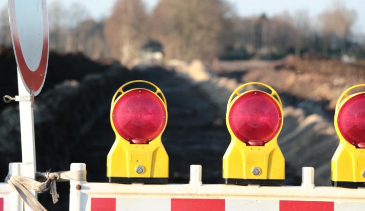 Ve čtvrtek začne v Hodkovicích oprava kruháče, provoz budou řídit semafory