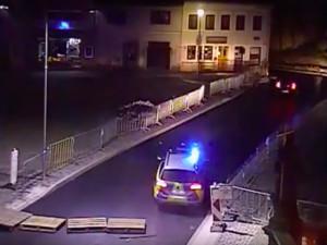 VIDEO: Němečtí policisté pronásledovali Poláky až do Jablonného, ti se nakonec snažili zmizet v ulicích města