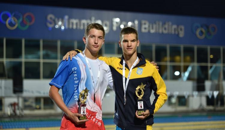Liberecký ploutvový plavec Matyáš Kubíček veze z juniorského šampionátu stříbro