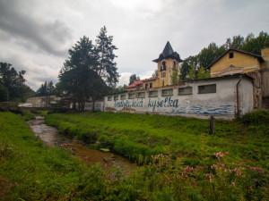 FOTO: Ve Vratislavické kyselce začíná rekonstrukce. Minerálka se bude stáčet nejdřív za tři roky