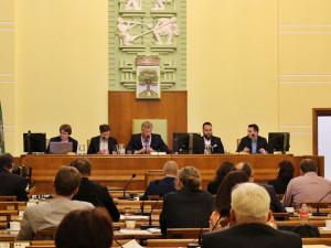 Agendy po odvolaných radních převezme Kroupa, vznik nové koalice popírá