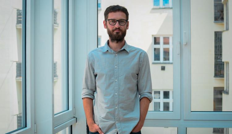 PĚT OTÁZEK PRO: Na člověka jde závrať při pohledu do hloubky naší nevědomosti, říká spisovatel Štěpán Kučera