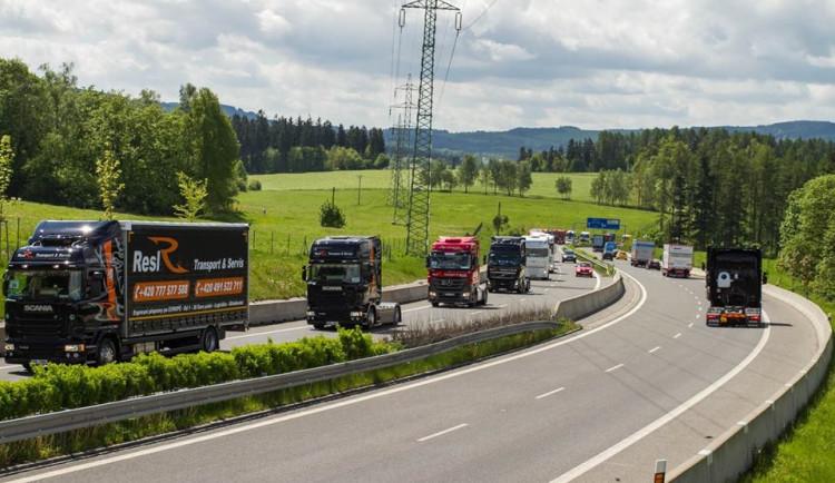 Zmizí kamiony v neděli z českých dánic? Vláda chce prosadit zákaz
