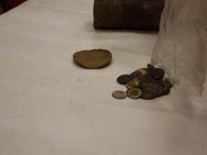 FOTO: Ve schránce jindřichovického kostela našli i mince ze 17. století