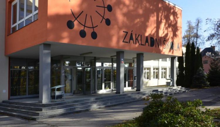 Školáci z Liberecké v Jablonci zahájí školu o dva týdny později
