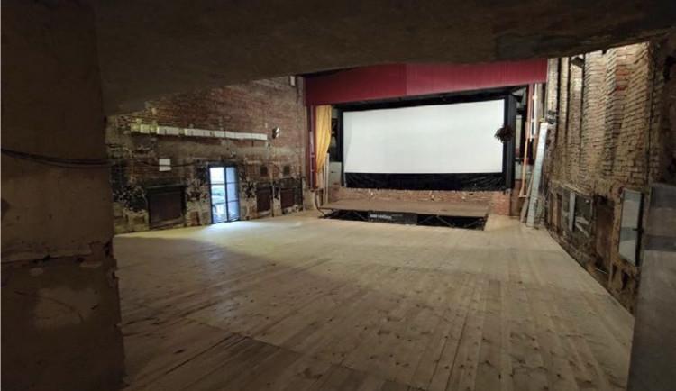 Nová podlaha, zamítnutá rekonstrukce. Kino Varšava vstupuje do šesté sezóny