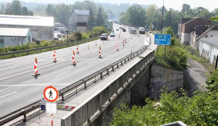 Opravy mostů v Turnově se protáhnou. Chodci se sem vrátí nejdříve v půlce listopadu