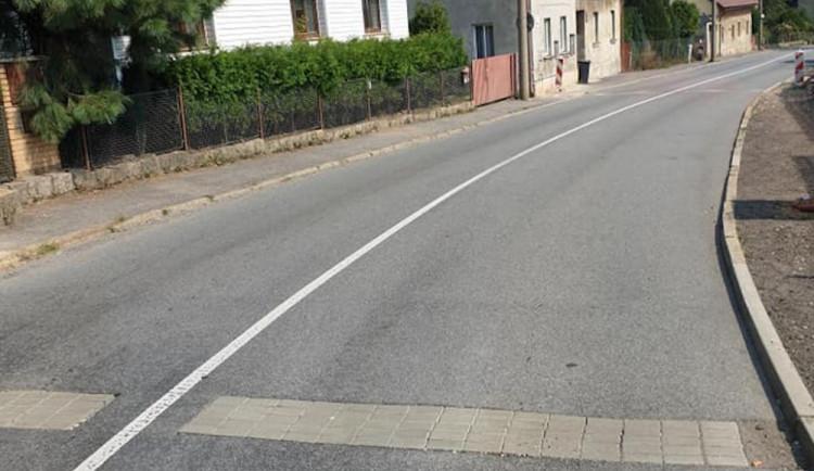 Nový povrch ve Švermovce vydržel rok. ČEZ silnici překopal kvůli přípojkám