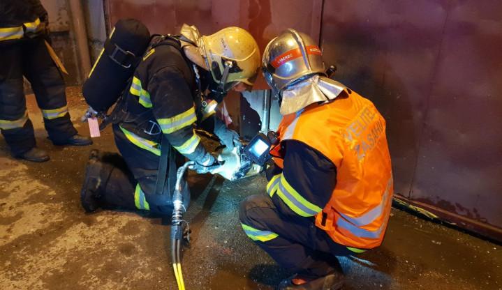 Požár spalovny dal hasičům pořádně zabrat. Bojovali s ním asi deset hodin