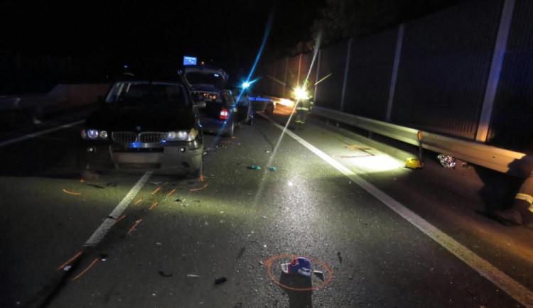 Řidič po nehodě na průtahu Chrastavy zůstal na silnici a smetlo ho auto. Utrpěl těžká zranění