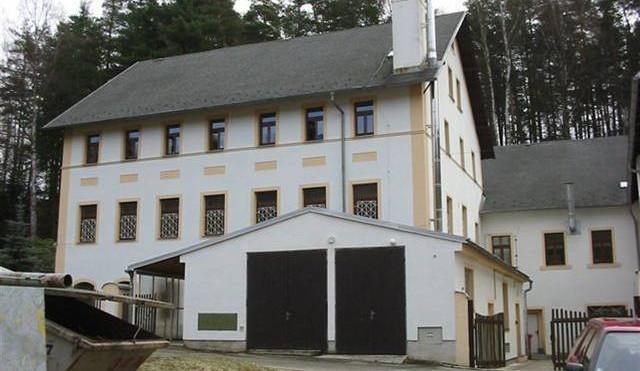 Kraj se zbavoval nepotřebného majetku. Prodal vilu v Klostermannově ulici i areál v Mařenicích